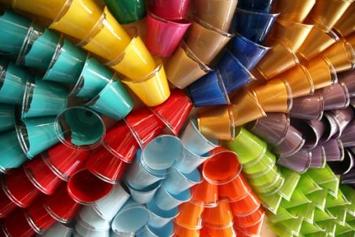 copos coloridos perto