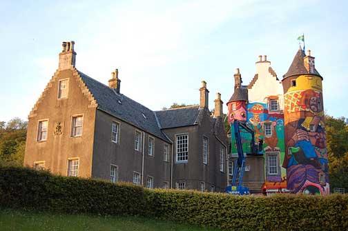 Grafite feito pelos gêmeos no Kelbum Castle Project na Escócia